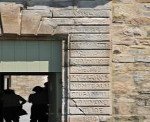 Detail of the Fort Chambly main entrance portal emphasized by rusticated stonework inscribed with the names of notable figures in the history of New France; Agence Parcs Canada | Parks Canada Agency