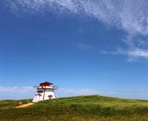 General view of Covehead Harbour Lighthouse showing its location among the sand dunes of Prince Edward Island National Park, on the beach just to the east of the entrance into Covehead Bay; Parks Canada Agency | Agence Parcs Canada