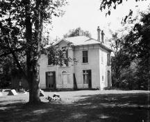 Historic photograph of Chiefswood in July 1925; Library and Archives Canada / Bibliothèque et Archives Canada, C. P. Meredith