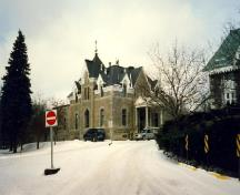 General view of administrative building at Notre-Dame-des-Neiges Cemetery National Historic Site of Canada, 1997.; Parks Canada/Parcs Canada 1997
