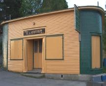 Exterior photo showing two rounded corners on main facade of R.J. O'Brien's General Store.  The store fronts Harbour Road to the south and is orientated towards Cape Broyle harbour.  Picture taken September 2005.; HNFL 2005