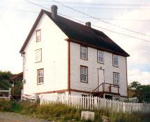 Exterior view of front and side facades, Evelley House, Trinity East, NL.; HFNL 2005.
