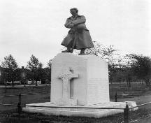This 1923 photo depicts the War Memorial that was unveiled in Victoria Park on November 11, 1922.  It is one of several monuments found on the park grounds.; Moncton Museum