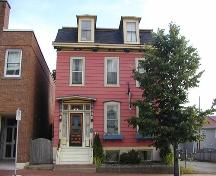 Alexander Lawlor House, front facade, Dartmouth, Nova Scotia, 2005.; Heritage Division, NS Dept. of Tourism, Culture and Heritage, 2005.