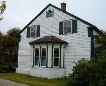 Side elevation showing bay window, Crowell-Smith House, Barrington Passage, 2004; Heritage Division, Nova Scotia Department of Tourism, Culture and Heritage, 2004