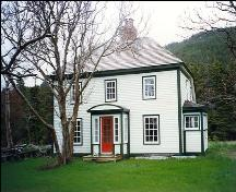 Exterior view of front facade, White House, Portugal Cove/St. Philips, NL.; Heritage Foundation of Newfoundland and Labrador, 2006