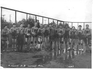 Richmond lacrosse Team, 1947, City of Richmond Archives, 1977 7 9 / Équipe de la crosse de Richmond, archives de la ville de Richmond, 1977 7 9