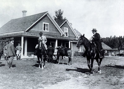 The Prince of Wales at Bar U Ranch, 1919, LAC PA-040742 / Le prince de Galles au Ranch Bar-U, 1919, BAC PA-040742