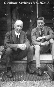 The Prince of Wales and George Webster, Mayor of Calgary at the EP Ranch, 1923, Glenbow Archives Image No: NA-2626-5 / Le prince de Galles et George Webster, maire de Calgary, au E.P. Ranch, 1923, archives de Glenbow NA-2626-5
