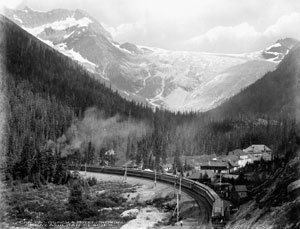 Travelling through the Rockies, W.J. Topley, pre-1925, LAC PA-032141 / Traversant les rocheuses en train, W.J. Topley, avant 1925, BAC PA-032141