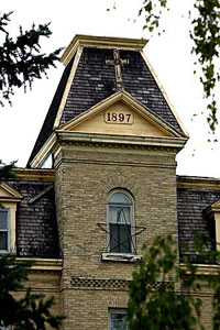Convent of the Sisters of the Holy Names of Jesus and Mary, Manitoba Historic Resources Branch, 2005 / Couvent des Soeurs des Saints Noms de Jésus et de Marie, direction des ressources historiques de Manitoba, 2005