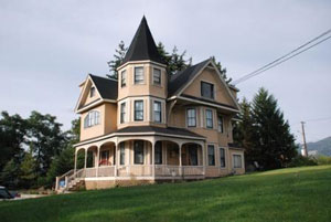 Queen Anne Revival Campbell House City Of Vernon Maison Ville De