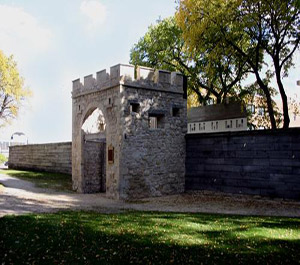 Upper-Fort-Garry-Gate